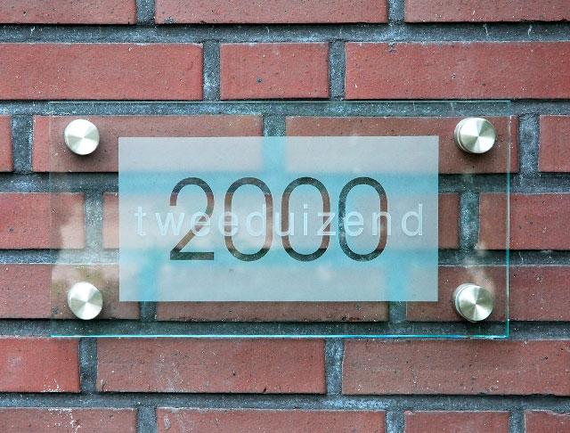 2000-bord2000muur-1